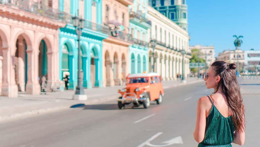 Frau in Havanna