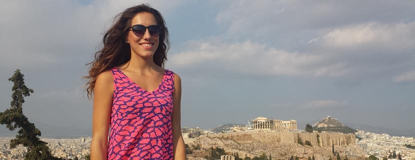 """Weit über den Dächern erhebt sich die """"höchste Stadt"""", die Akropolis."""