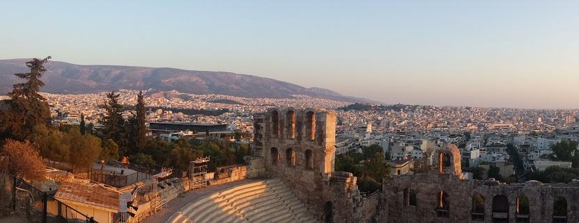 Wer auf dieses Häusermeer blickt, dem scheint Athen unfassbar groß