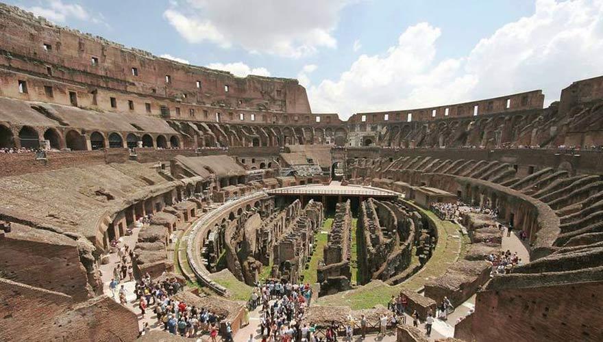 Das Kolosseum in Rom von innen