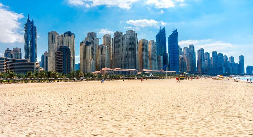 Jumeirah Beach in Dubai ist ein toller Tipp für Sonnenanbeter