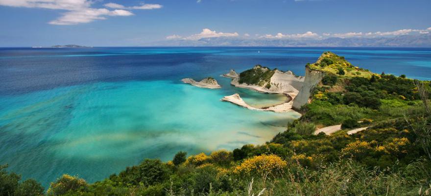 Die Küste der griechischen Insel Korfu