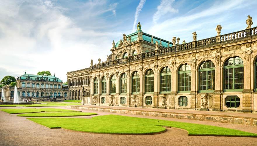 Sehenswürdigkeiten wie der Dresdner Zwinger machen Dresden zu einem der Top-Urlaubsziele in Deutschland