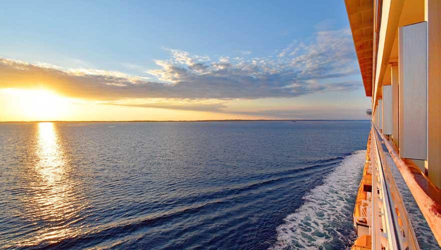 Ein Balkon auf einem Kreuzfahrtschiff ist ein toller Tipp