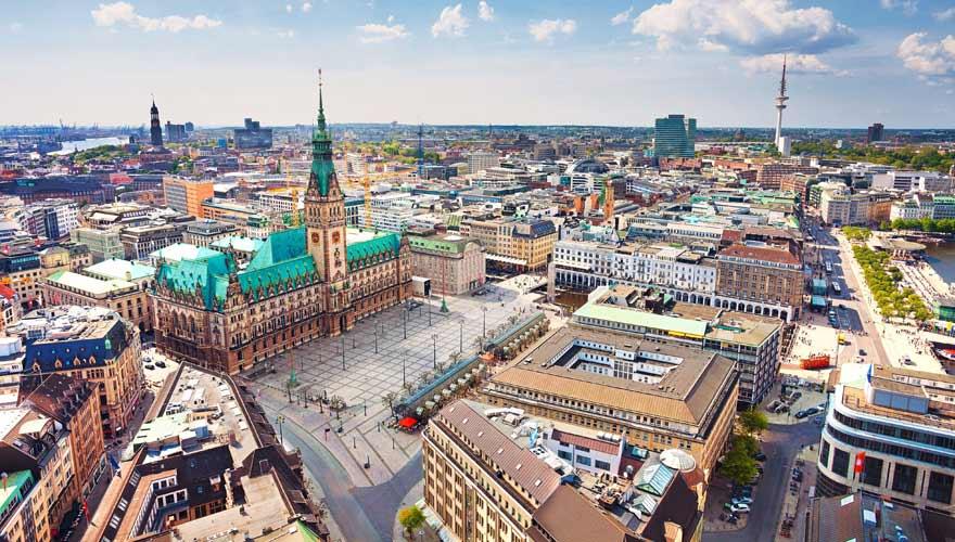 Luftaufnahme vom Rathausmarkt in Hamburg