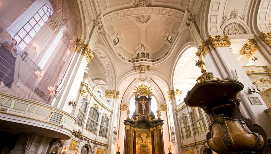 Altarraum der Sankt Michaelis Kirche in Hamburg
