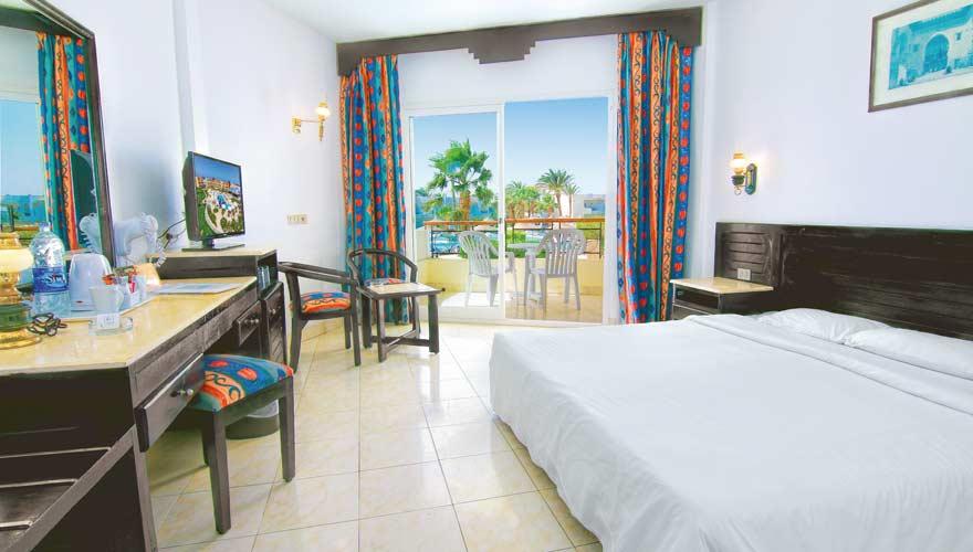So sieht eines der Zimmer im LABRANDA Club Makadi aus