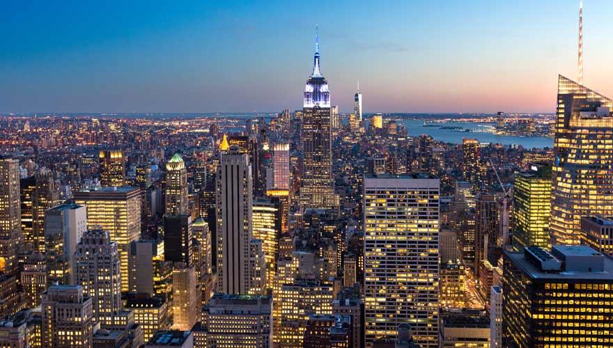 Skyline von New York am Abend