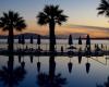 Sonnenuntergang am Hotelpool