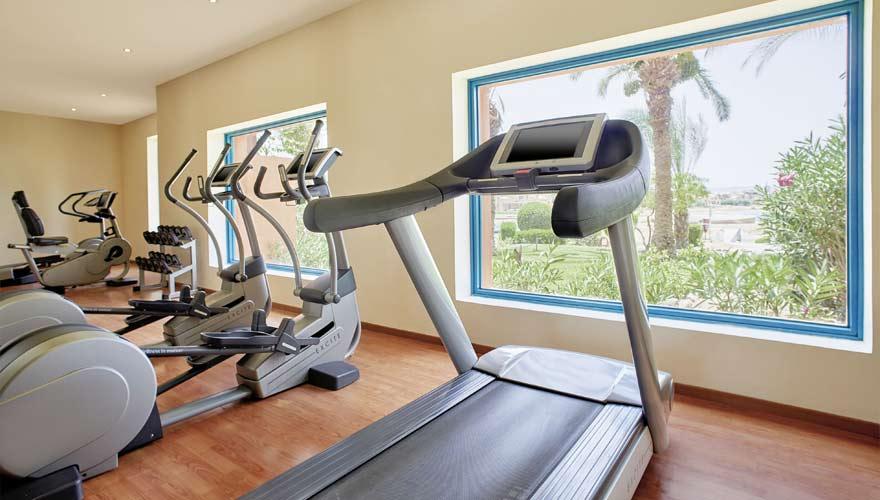 Fitnessraum mit Cardiogeräten im Sheraton Miramar Resort El Gouna