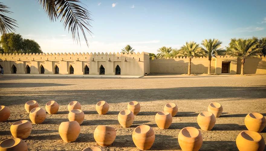 Al Jahili Fort in der Al Ain Oase bei Abu Dhabi ist eine tolle Sehenswürdigkeit