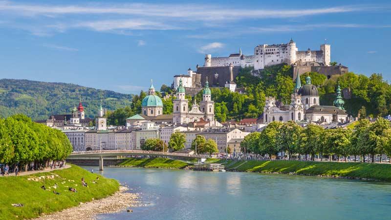 Altstadt von Salzburg mit Burg