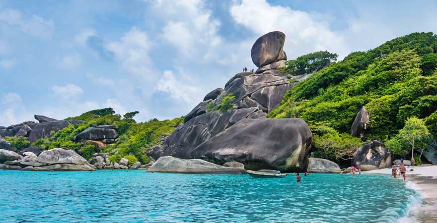 Ikonischer Felsen auf Similan Island bei Khao Lak