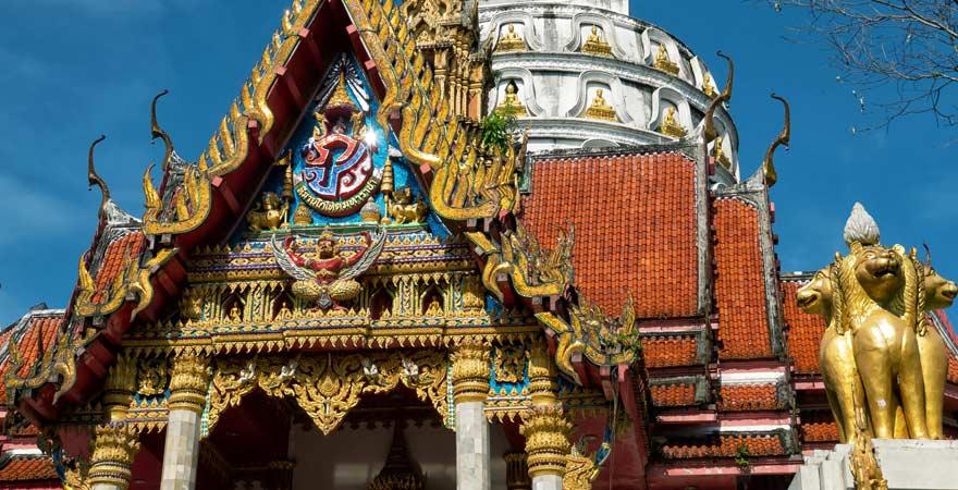 Eingang zum Wat Bang Riang Tempel in Khao Lak