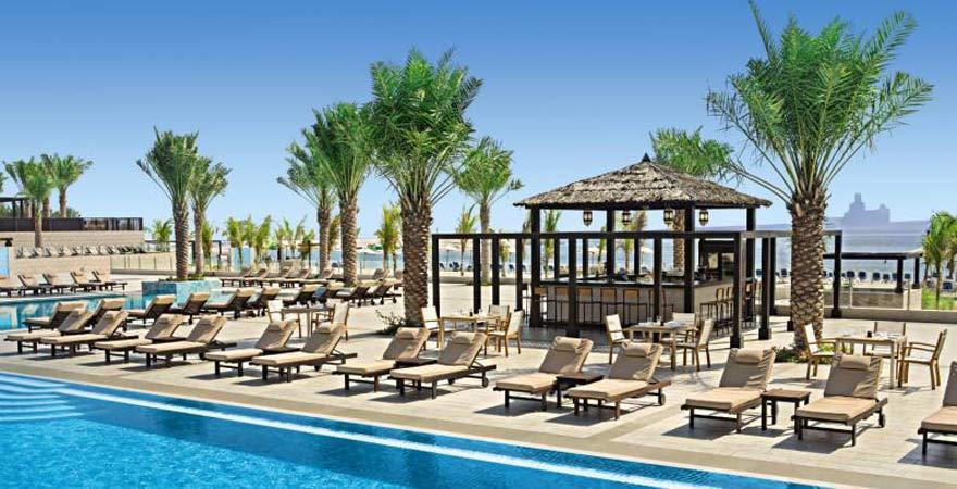 Das Doubletree Hilton in Ras Al Kaimah - Poolansicht
