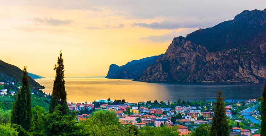 Riva del Garda am Gardasee zum Sonnenuntergang