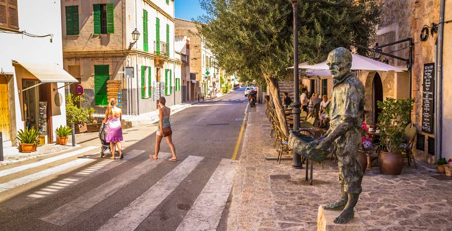Spaziergang mit der Familie durch Palma de Mallorca