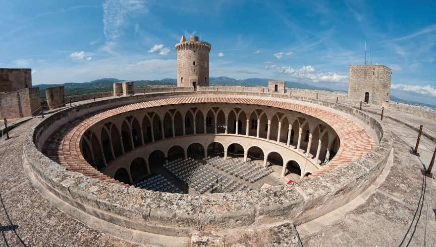 Das runde Castell del Bellver in Palma ist eine der Top-Mallorca-Sehenswürdigkeiten