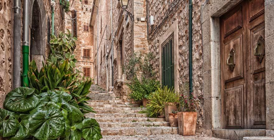 Die Gassen von Fornalutx sind eine der Top-Sehenswürdigkeiten auf Mallorca