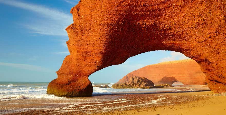 Strand von Legzir mit außergewöhnlichen Felsformationen, Marokko