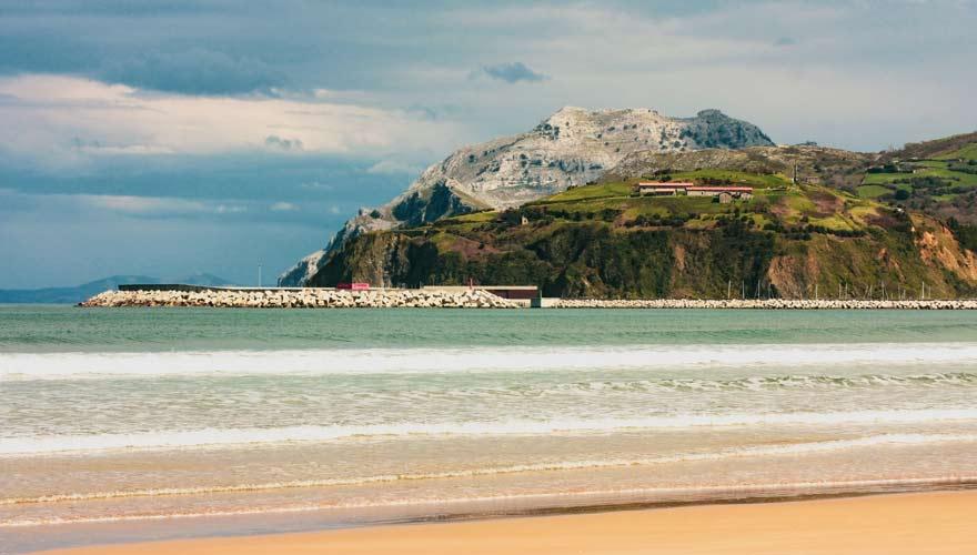 Strand von Laredo an der Costa de Cantabria in Spanien