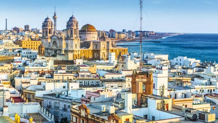 Blick auf Cadiz an der Costa de la Luz in Spanien