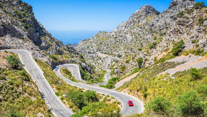Hochstraße in der Sierra de Tramuntana auf Mallorca