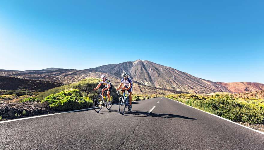 Mountainbiker im Teide Nationalpark auf Teneriffa
