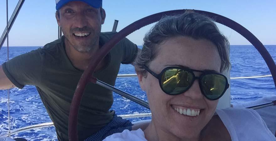 Antonija und ihr Mann beim Segeln vor Malta