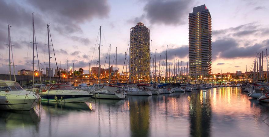 Anziehungspunkt für alle, die in Barcelona Party machen wollen: Port Olimpic.