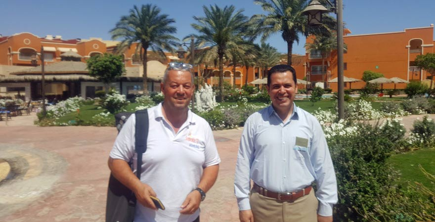 Andreas mit Manager des Caribbean World Resorts Soma Bay