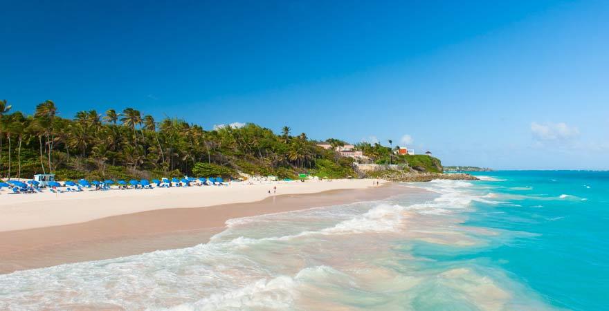 Ein spezieller Reisetipp ist der Crane Beach auf Barbados: Hier schimmert der Sand rosa!
