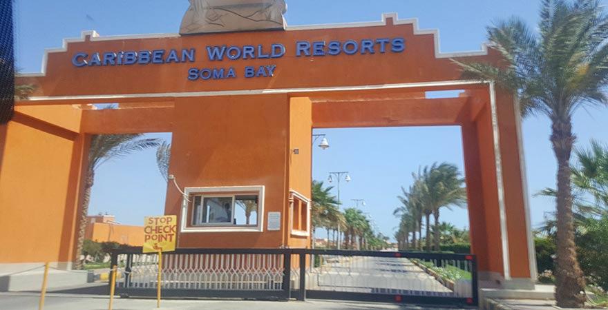 Einfahrt zum Caribbean World Resort Soma Bay