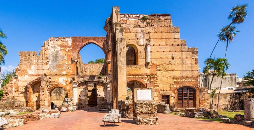 Unser Reisetipp für die Dominikanische Republik: das Kloster San Francisco in Santo Domingo