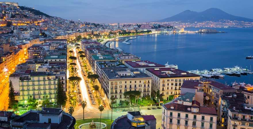 Block über Neapel auf den Vesuv