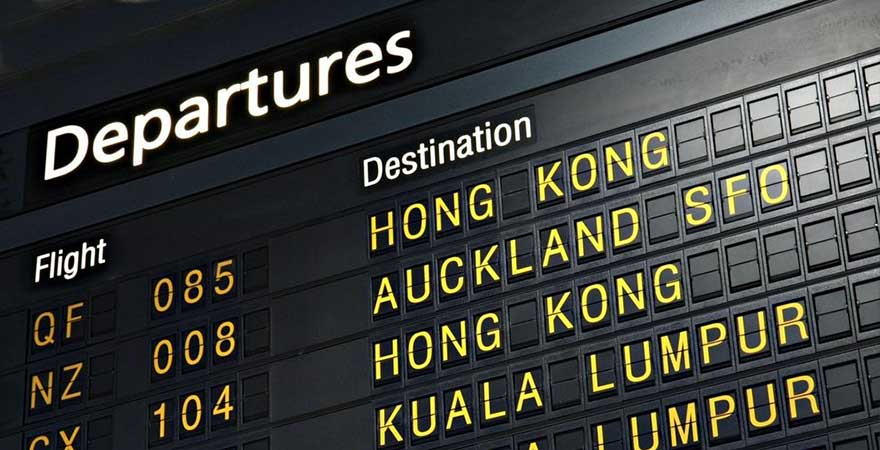 Abflugtafel am Flughafen