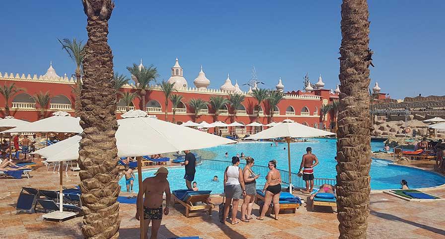 Pool im Alf Leila Wa Leila Hotel in Ägypten