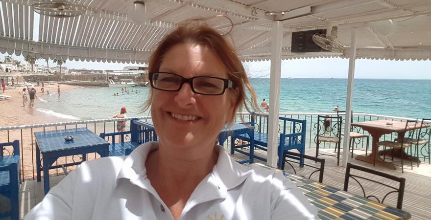 Astrid in der Strandbar des Wassergymnastik, Marlin Inn Azur Resorts