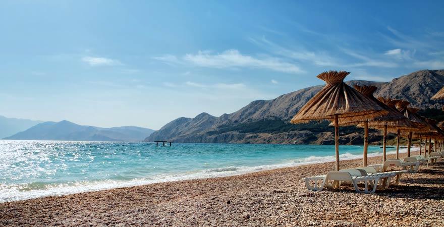 Der Strand von Baška gehört zu den familienfreundlichen Stränden in Kroatien