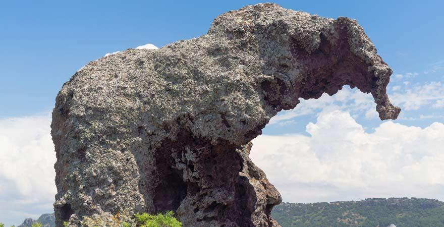 Eine tolle Gesteinsformation als Reisetipp für Sardinien: der Elefantenfels vor Castelsardo