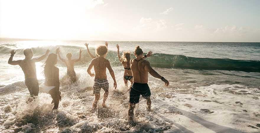 In der Dominikanischen Republik am Strand feiern