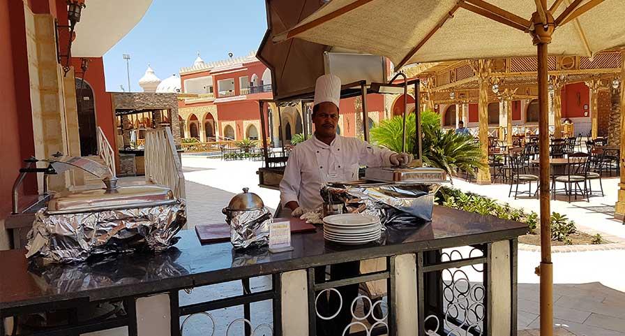 Restaurant im Außenbereich des Alf Leila Wa Leila 1001 Nacht Hotels