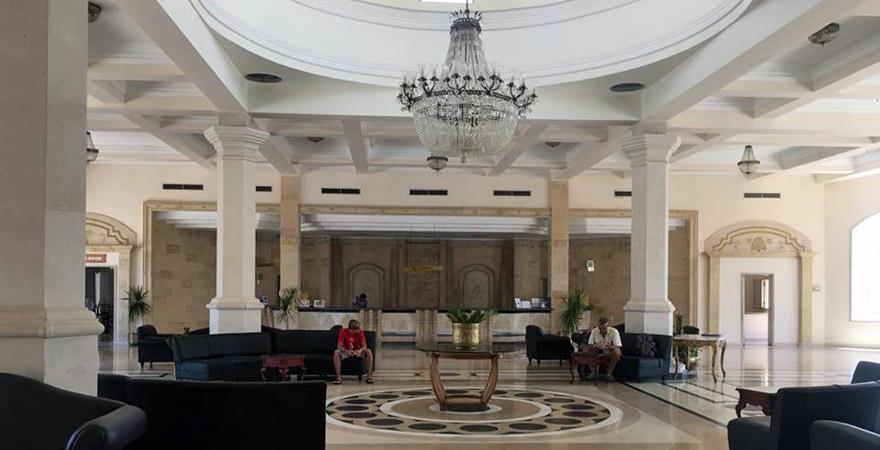 Lobby im Barka Bay Resort