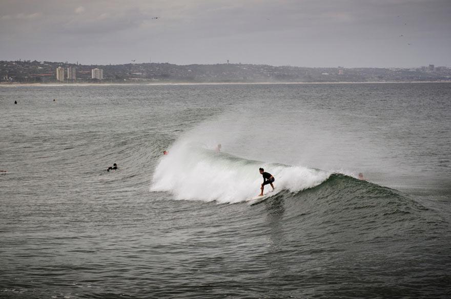 Surfer vor Durban, Südafrika