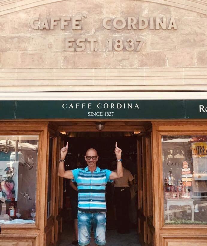 Goofy im Caffe Cordina auf Malta