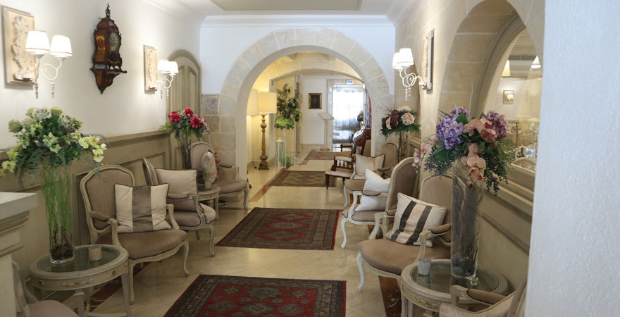 Lobby, Hotel Osborne, Valletta
