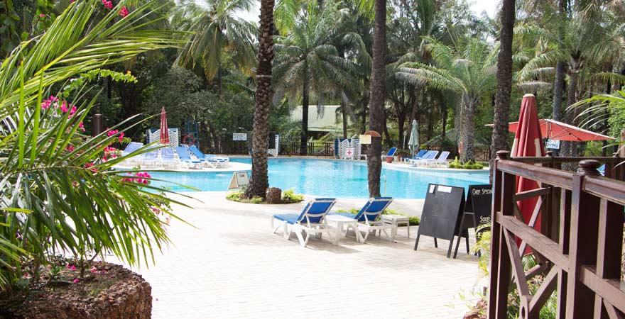 Der Pool im Senegambia Beach Hotel