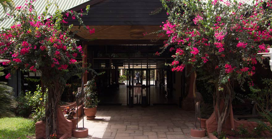 Senegambia Beach Hotel, Eingang