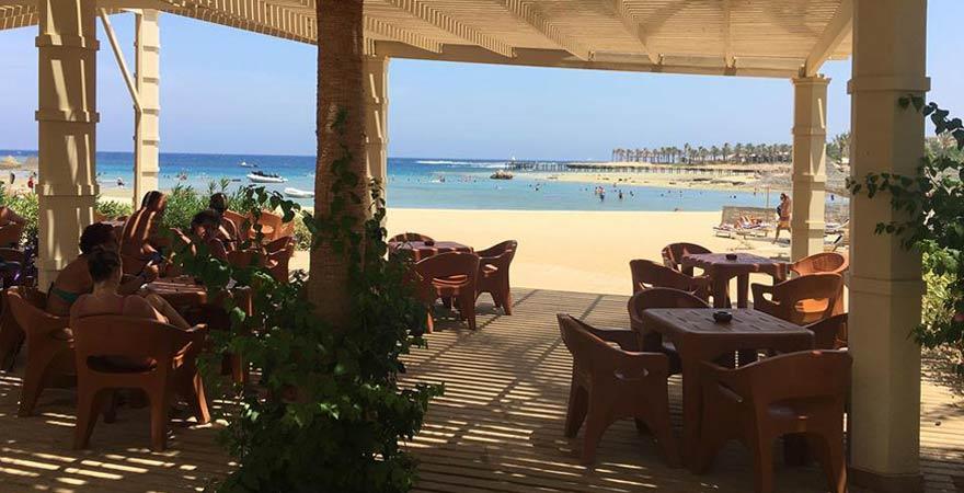 Beach Bar im Brayka Bay Resort