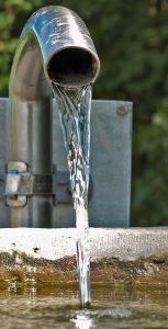 Wasserrohr am Kneippbecken